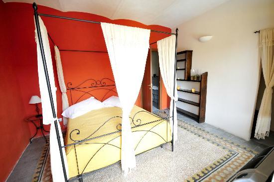 Locanda il Cortile : La camera matrimoniale Rossa