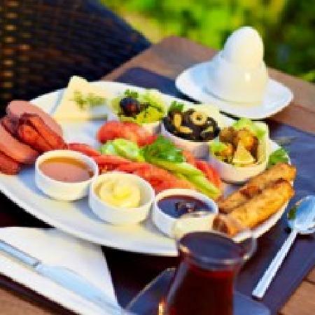 Yeldegirmeni Bungalow Evleri: Your Breakfast (in fact it is better than the picture)