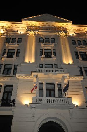 Hotel Bristol, a Luxury Collection Hotel, Warsaw: Facciata di sera