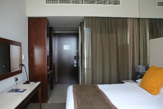 Centro Yas Island Abu Dhabi by Rotana: bathroom separate by glass wall.