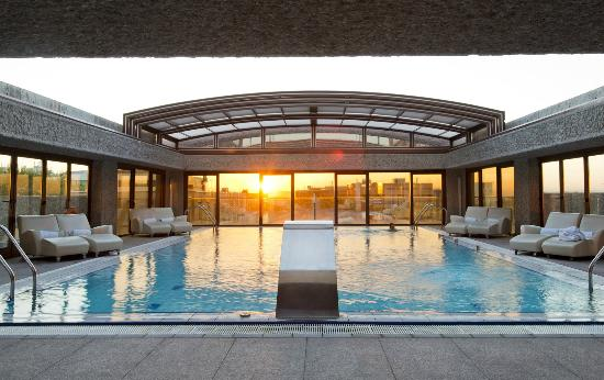 Hydrotherapeutic pool picture of hilton madrid airport for Piscina barajas