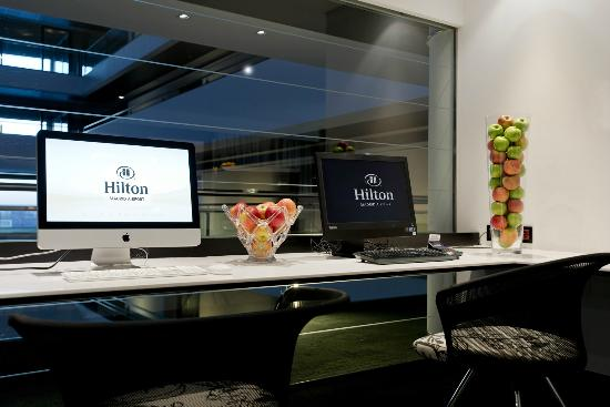 Hilton Madrid Airport: Executive Lounge Computer