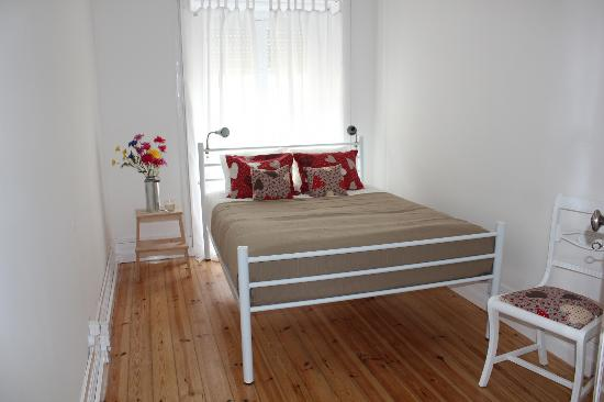 Dream On Coimbra Hostel : Pedro e Inês - double bedroom