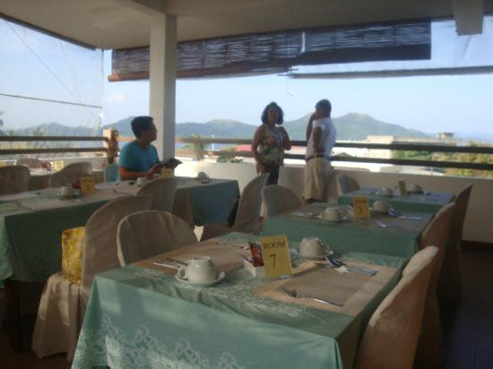 Islands View Inn: dining, with the view