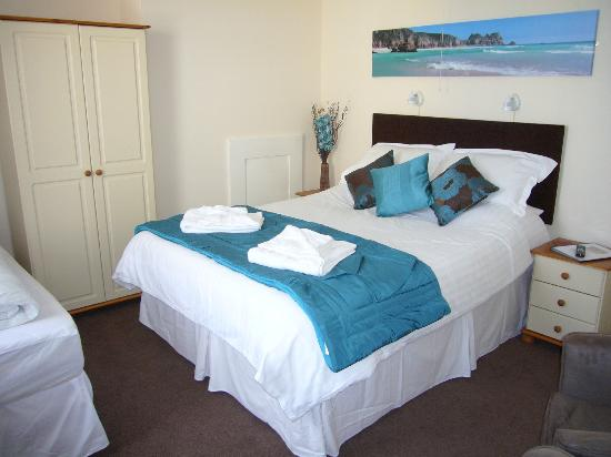 Brierley Guest House: Family room with King size bed and Single bed