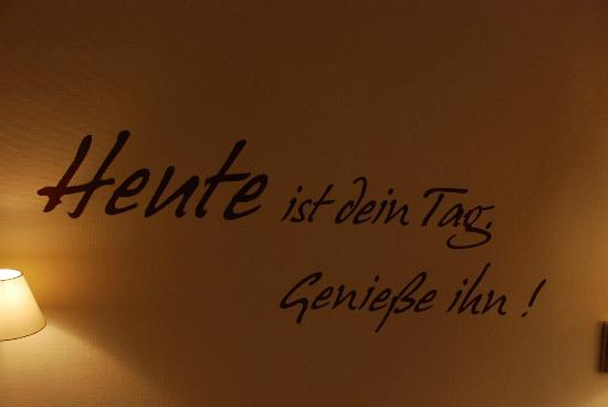 Hotel National: Text on the wall