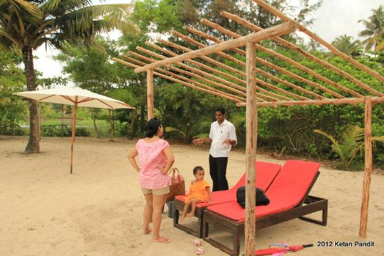 Marari Villas: Private Beach - Shaan facing us
