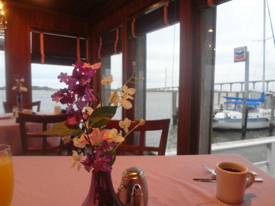 Caroline's Dining on the River: waterfront dining