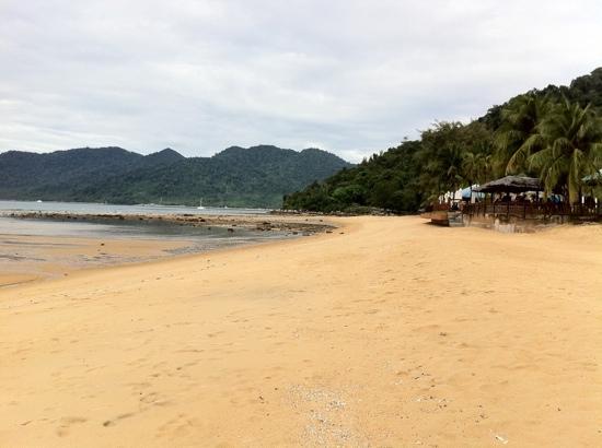 Berjaya Tioman Resort - Malaysia: A wide and long beach during low tide