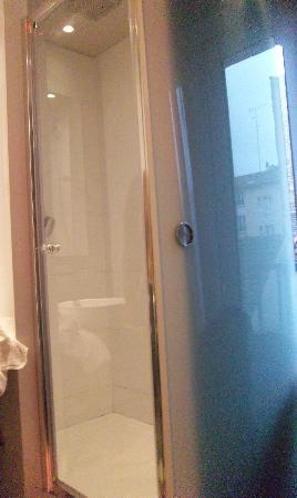 BEST WESTERN Seine West Hotel : la douche