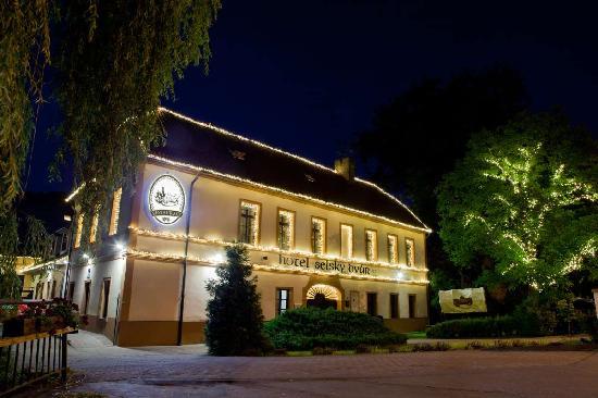 Hotel Selsky Dvur: building