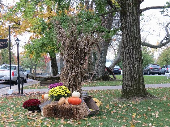 Beaumont Inn: Autumn display