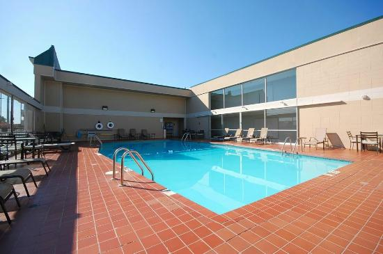 Magnuson Hotel and Meridian Convention Center: Pool