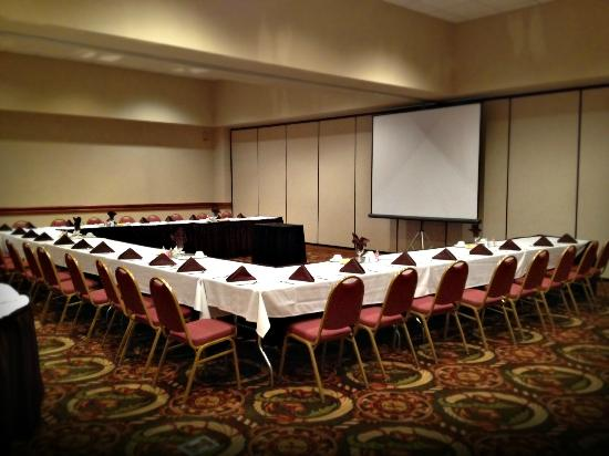Magnuson Hotel and Meridian Convention Center: Dinner Meeting