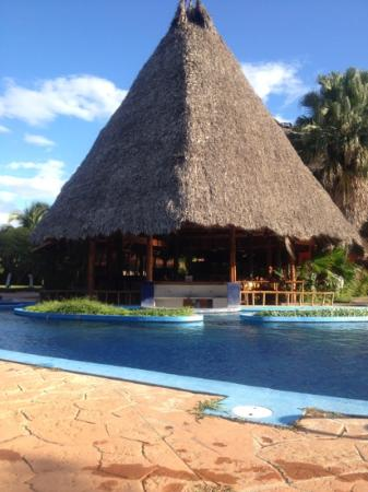 Ecoplaya Beach Resort: Restaurante y Piscina