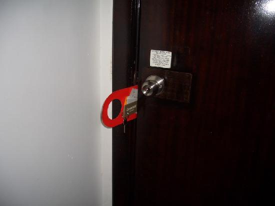 Europa Hotel: Türe haben nachts geklappert, so dass man nicht schlafen konnte