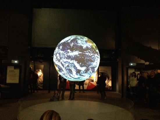 Science Museum: Earth projection hologram