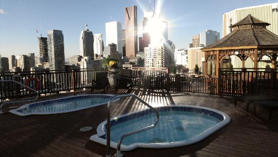 Grand Hotel & Suites: Morning roof top view of Toronto