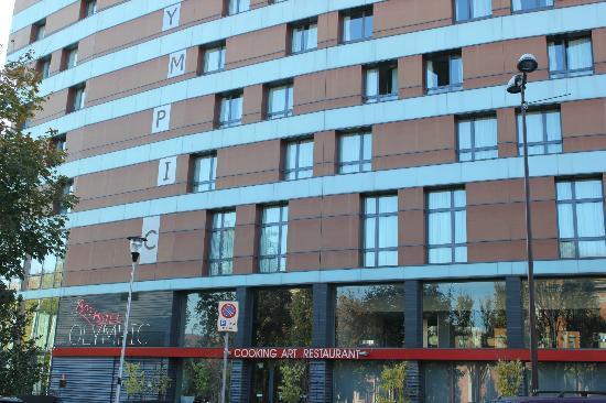 أرت هوتل أوليمبيك: Esterno Hotel
