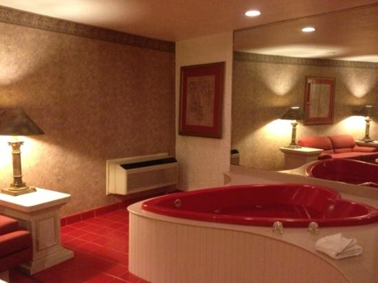 Cove Haven Resort: Jacuzzi (Living Room area)