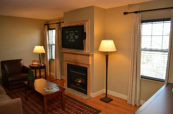 Green Mountain Suites Hotel: fireplace suite