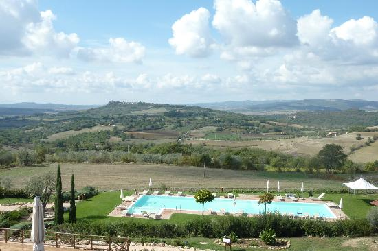 Saturnia Tuscany Hotel: View from the balcony.