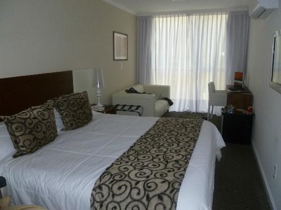 Palm Beach Plaza Hotel: Spacious and modern room
