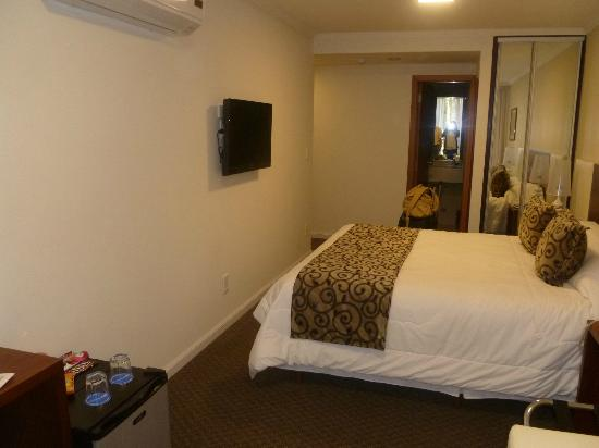 Palm Beach Plaza Hotel: Double bed room