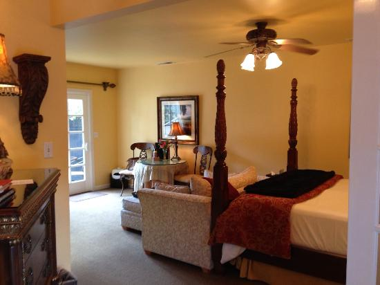 Honor Mansion, A Wine Country Resort: Vineyard suite