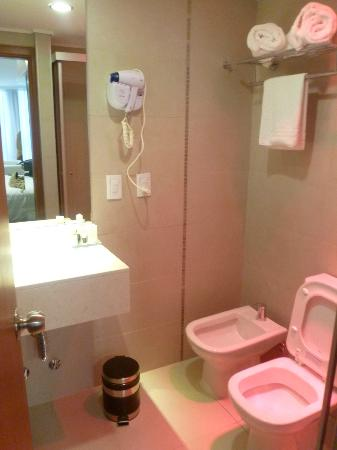 Palm Beach Plaza Hotel: Bathroom