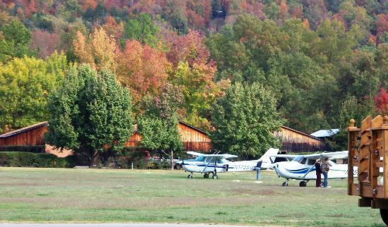 Gaston's White River Resort: Private Airport