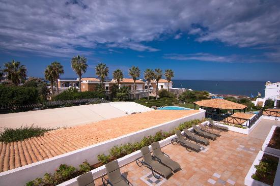 Aldemar Royal Mare Thalasso Resort: Вид с балкона в сторону моря.