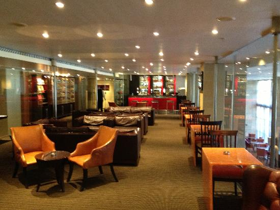 The Westin Cape Town: Raleigh's Cigar Lounge