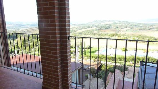 Saturnia Tuscany Hotel: Beautiful views.