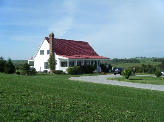 Country Dreams Bed and Breakfast: View of the front of the B&B