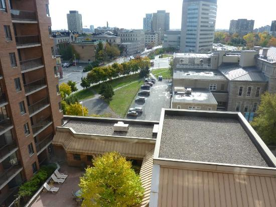 Les Suites Hotel Ottawa: View from the window