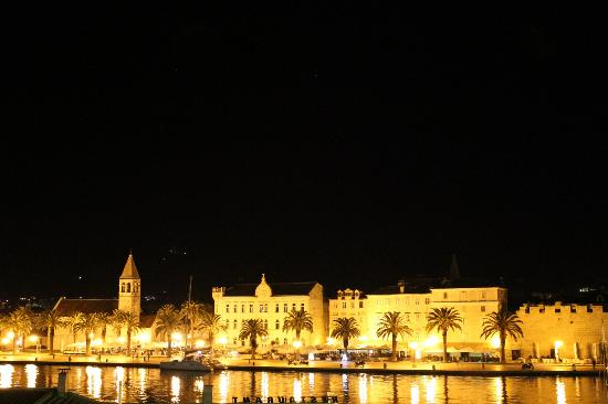 Villa Moretti: Trogir at night