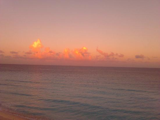 Crown Paradise Club Cancun: Sunset from honeymoon suite