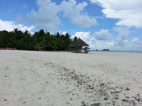 Club Med Kani: White sandy beach 