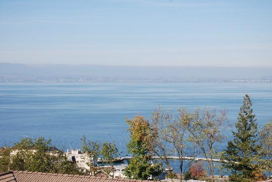 Ethic Etapes Ct Lac Evian : vue d'une chambre