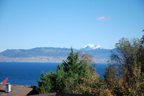 Ethic Etapes Ct Lac Evian : Vue de la chambre sue le lac