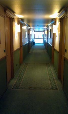 هوتل بيروجيا بلازا: corridoio terzo piano 