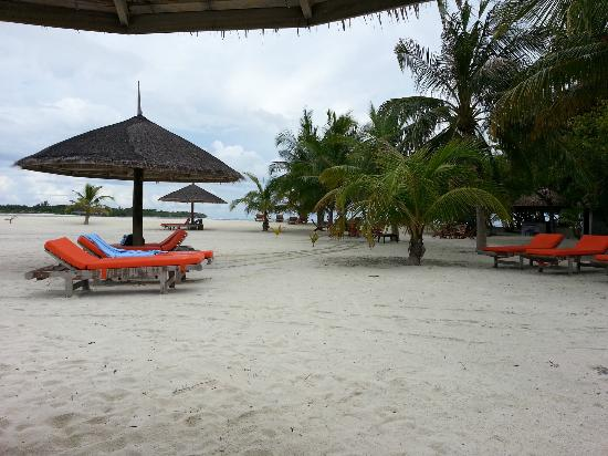 Club Med Kani: Relax on the beach