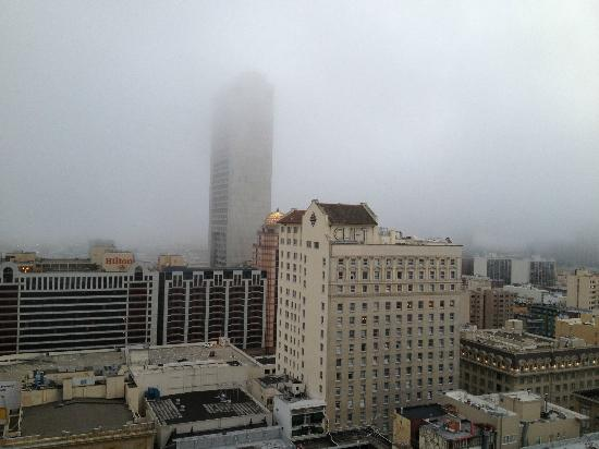JW Marriott San Francisco Union Square: Foggy San Francisco evening