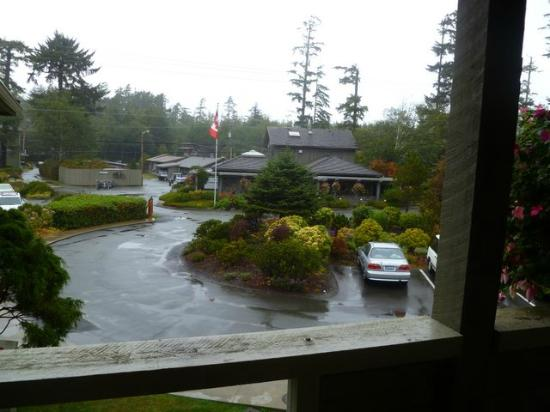 Pacific Sands Beach Resort: View of lobby from the front door of the suite.