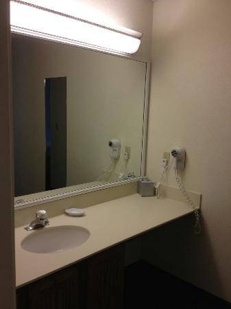 Hawthorn Suites by Wyndham Fort Worth/medical Center: Bathroom