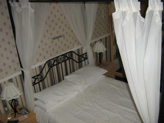 Somerton Lodge Hotel: room