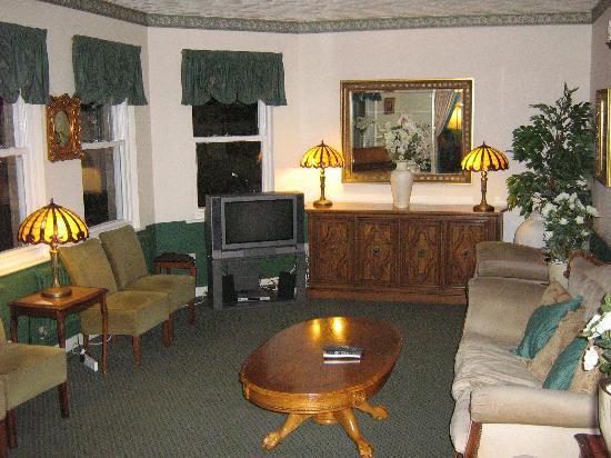 Somerton Lodge Hotel: tv room