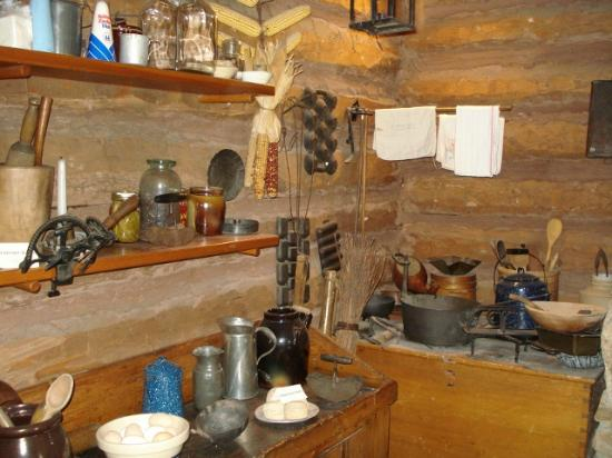 Ward Meade Park: Kitchen wares used in the day