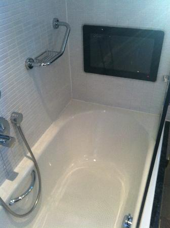 The Arch London: TV in the bath!